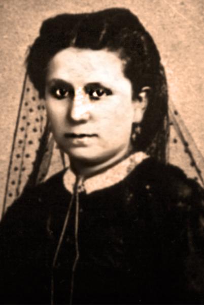María_Pilar_sepia